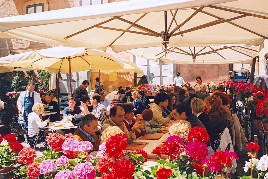 A street-side cafe in Lucca