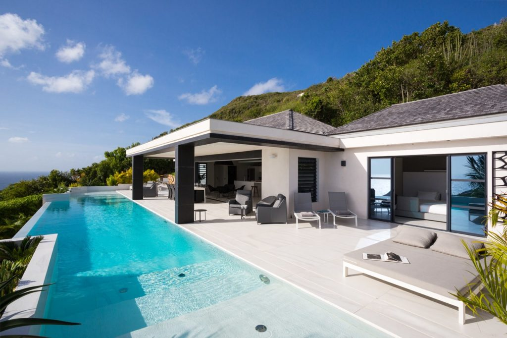 WV RSD, a 4 bedroom in Vitet with contemporary lines and modern art