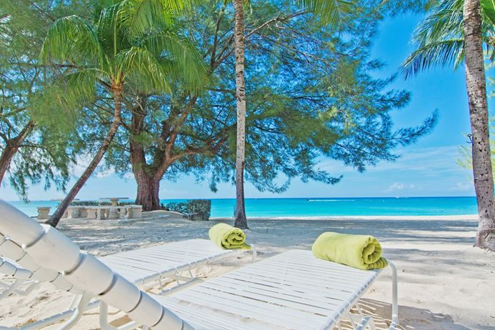 Beachfront villa in Grand Cayman with ocean views and close acess to food and shopping.