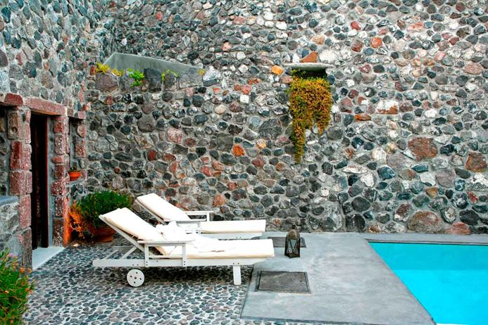 One bedroom villa on Santorini, located a short walk from shops in the village of Megalochori.